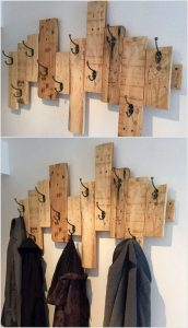Staggered Barn Wood Wall Mounted Coat Hanger
