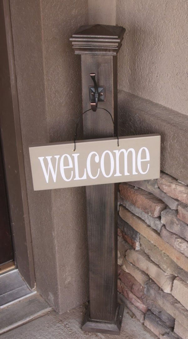 Low-Maintenance Front Porch Welcome Post Ideas