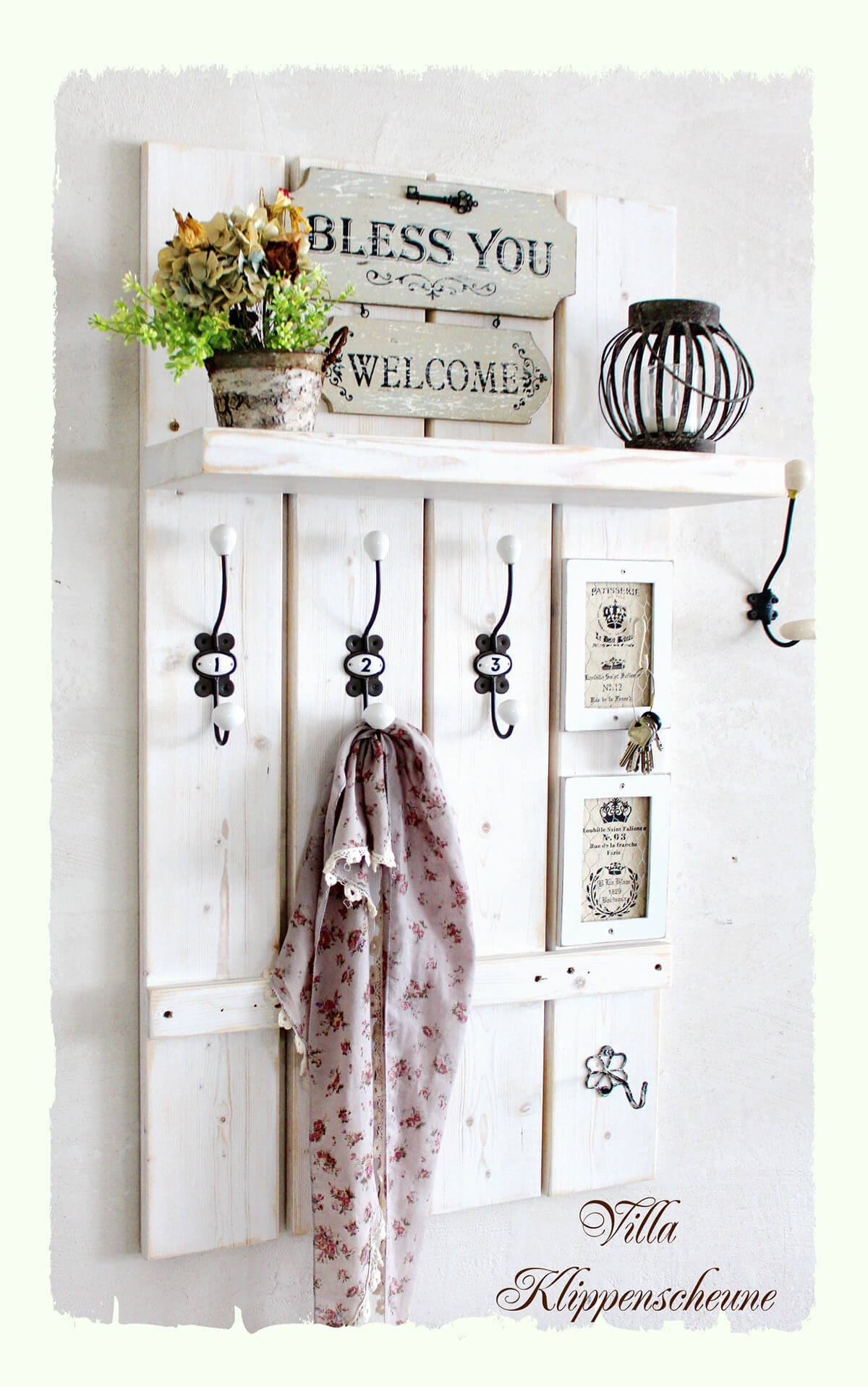 Warm Welcome Barn Door Décor
