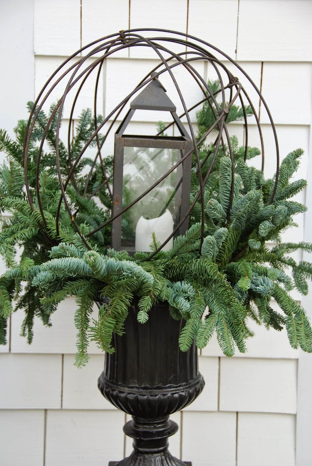 35 Best Outdoor Holiday Planter Ideas And Designs For 2018