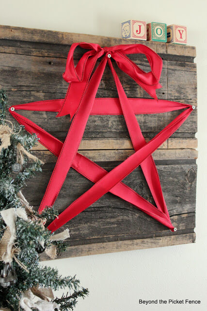 Ribbon Star Wooden Wall Art