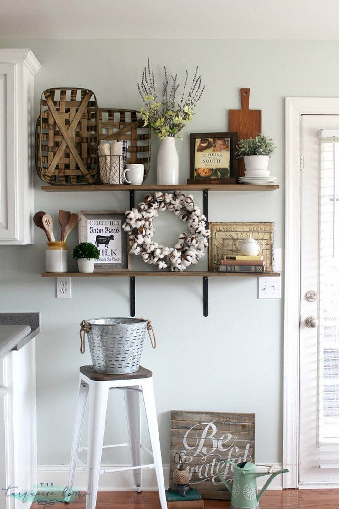 Charmant Rustic Farmhouse Kitchen Shelf Display