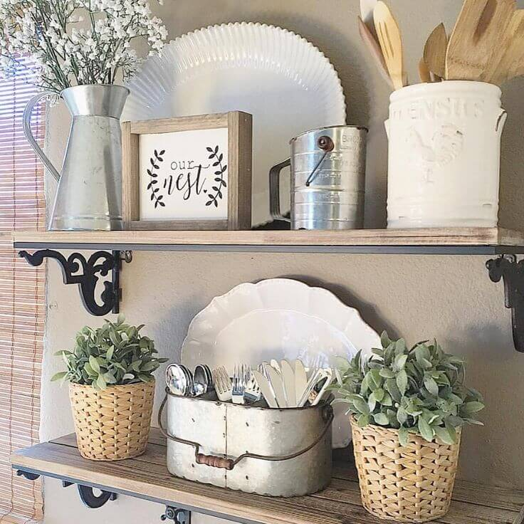 Merveilleux Rustic Kitchen Plant And Utensil Display