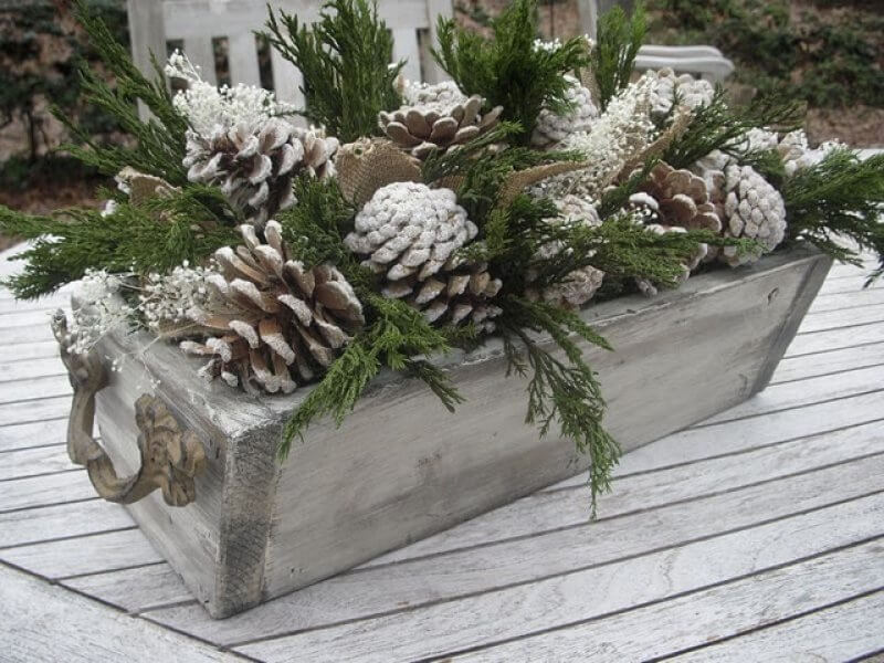 """Snowy"" Pinecone Flower Box Tutorial"