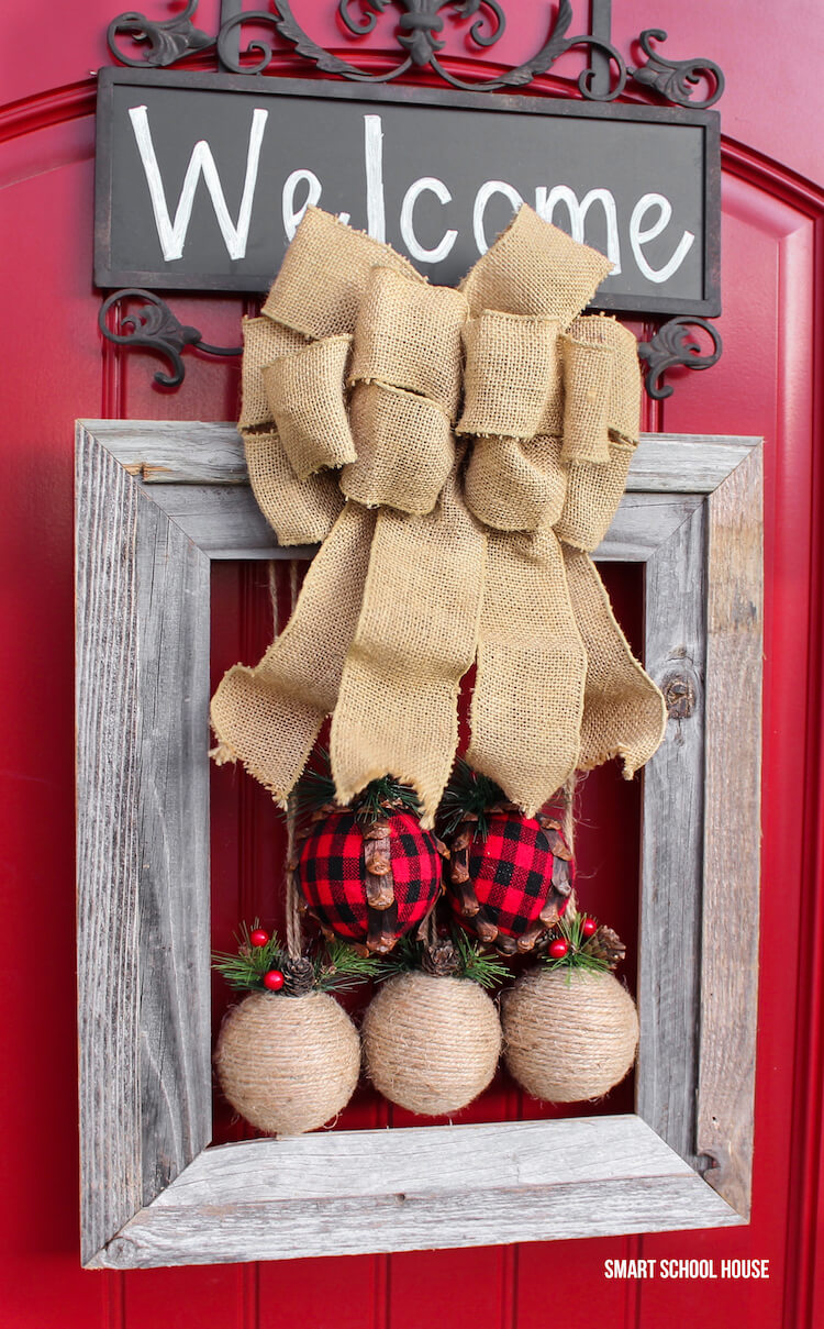 A Very Country Christmas Twine Ball Display