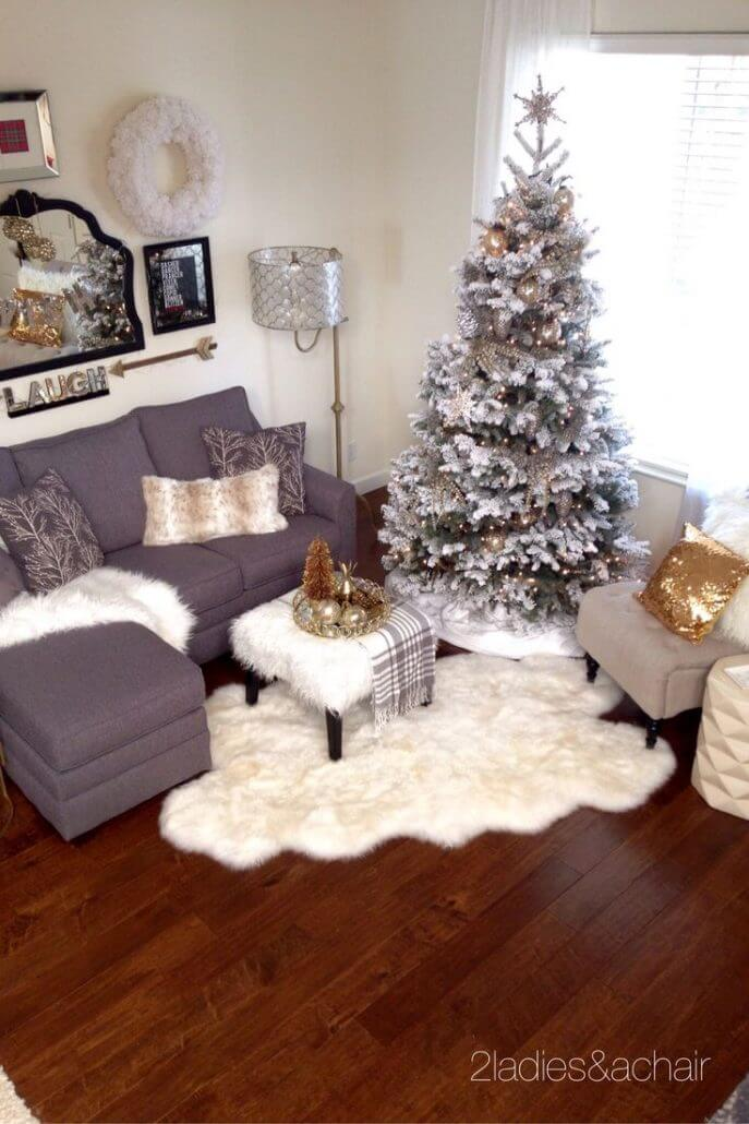 32 best christmas living room decor ideas and designs for 2018 for Christmas living room ideas