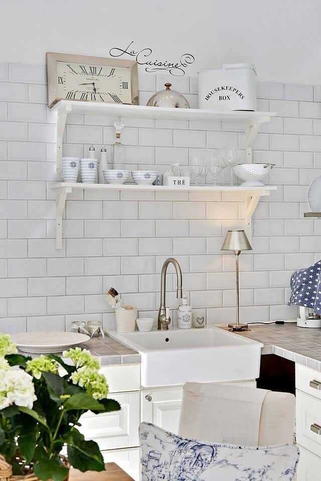 How to Show Off Subway Tile Backsplashes