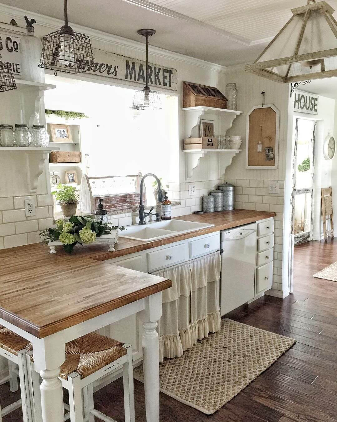 Charmant Lightly Rustic Off White Farmhouse Kitchen Cabinets