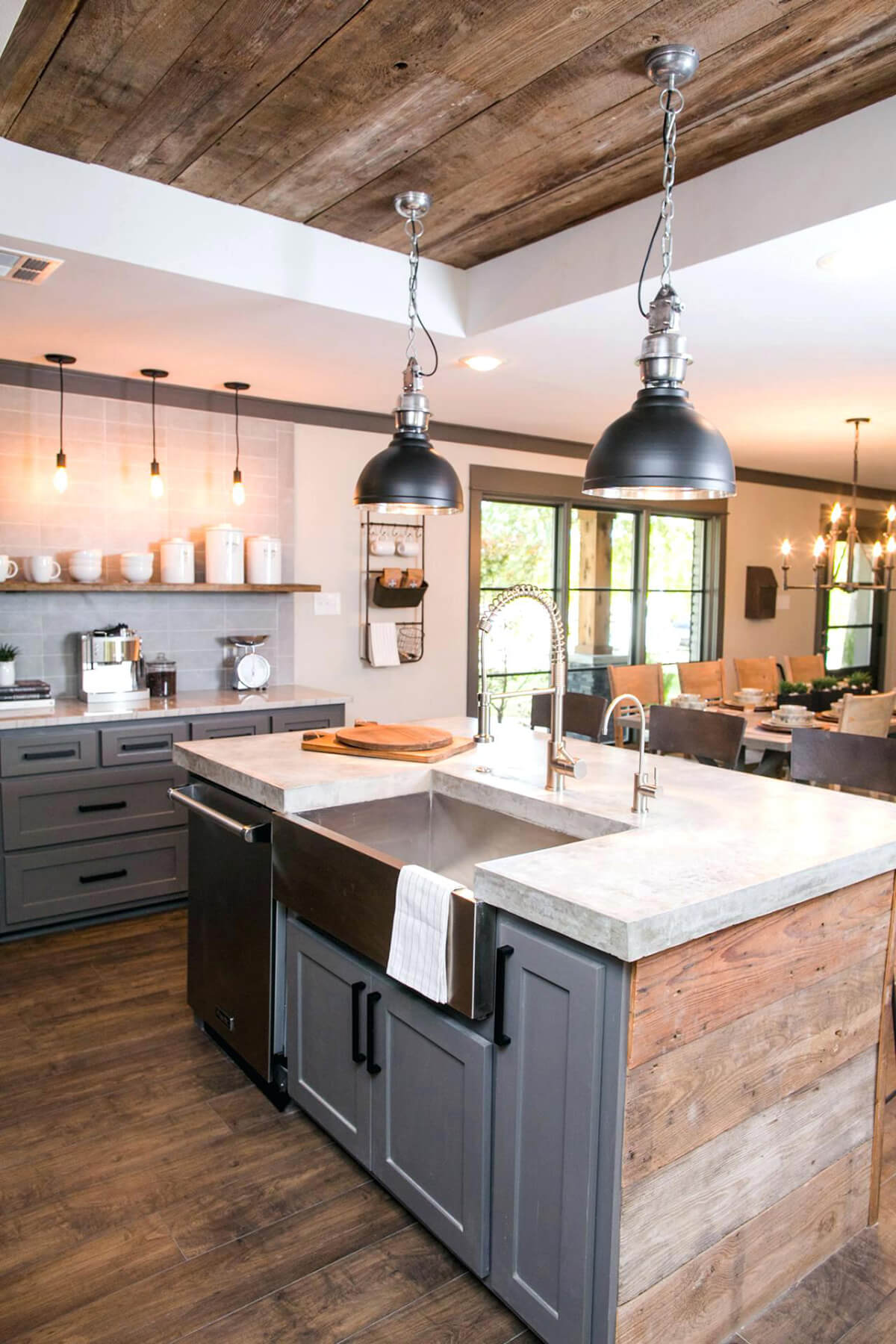 35 best farmhouse kitchen cabinet ideas and designs for 2019 for Farmhouse kitchen design pictures