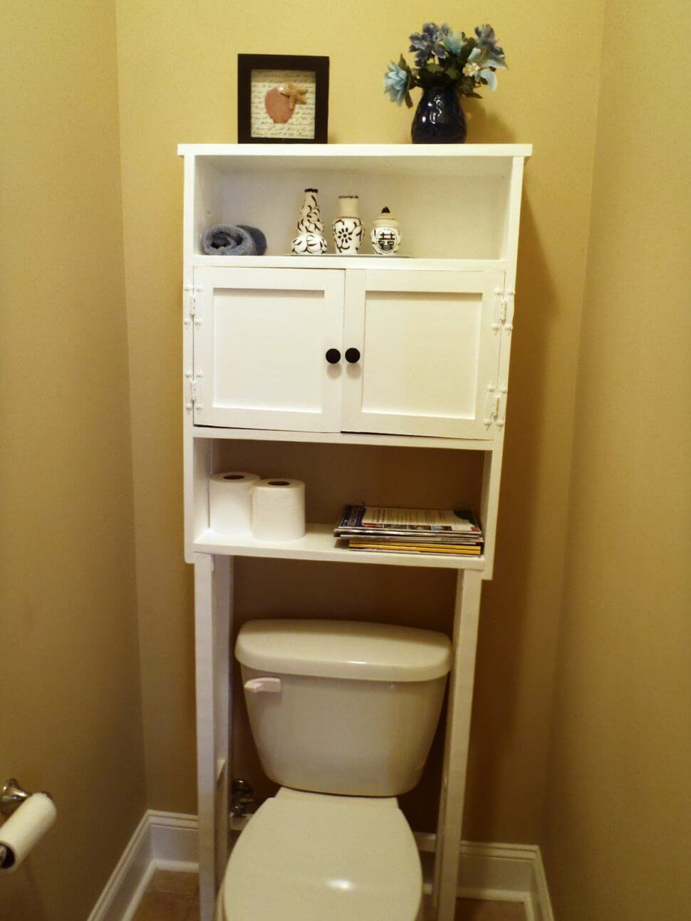 Cheap but Chic Vertical Bathroom Organizer