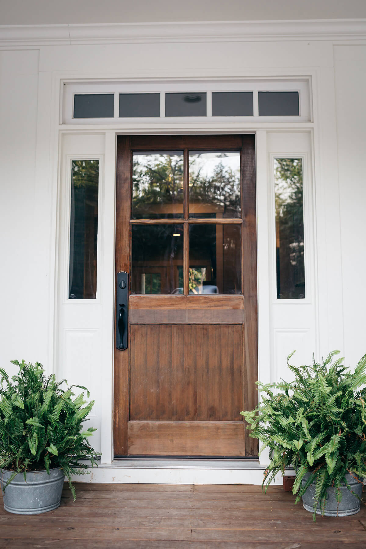 37 best farmhouse front door ideas and designs for 2018 for Exterior entryway designs
