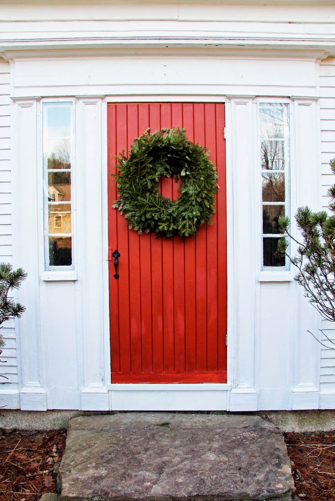 Christmas Colors Farmhouse Front Door Ideas