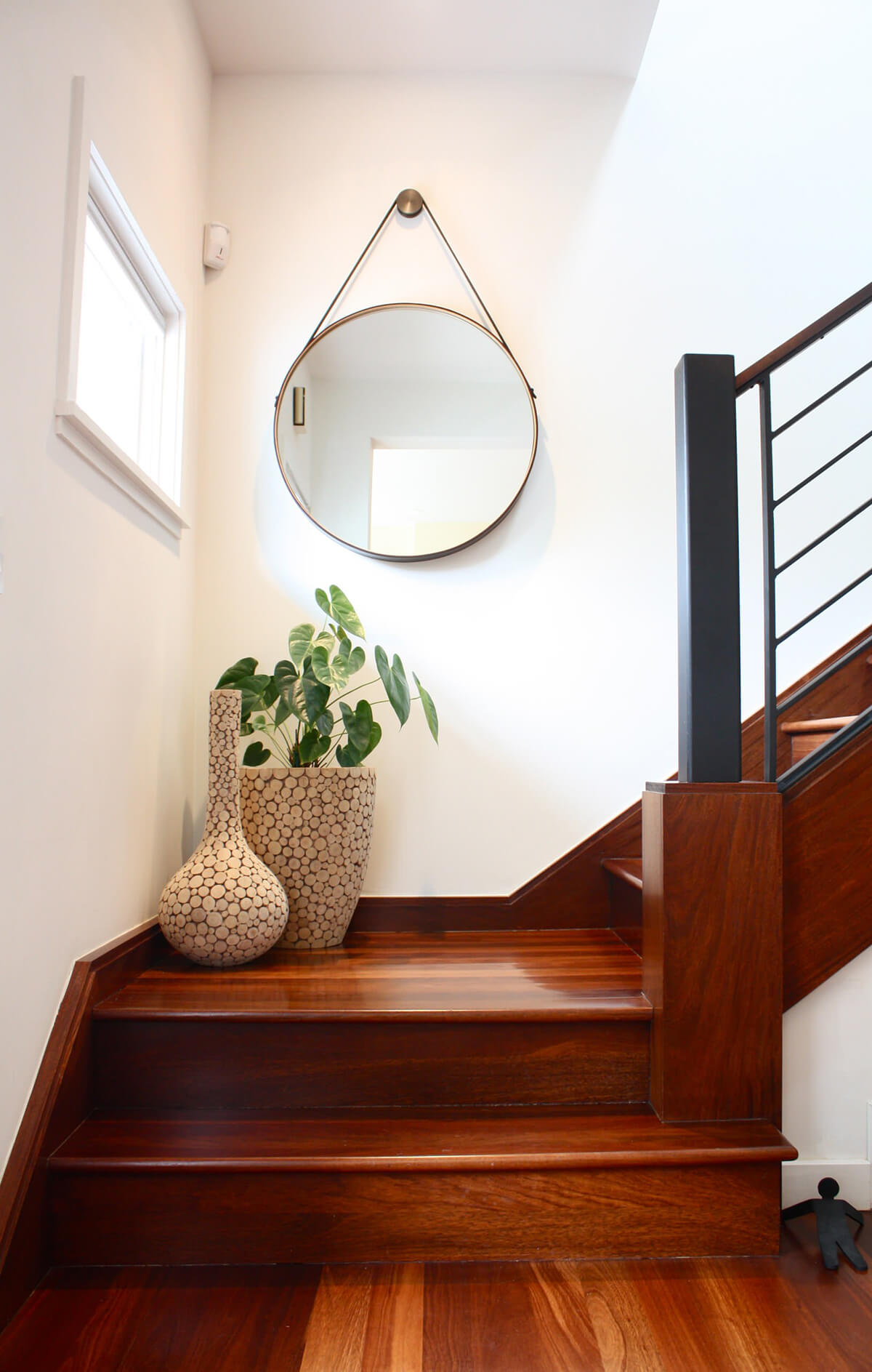 Stairway Decorating Idea for Minimalists