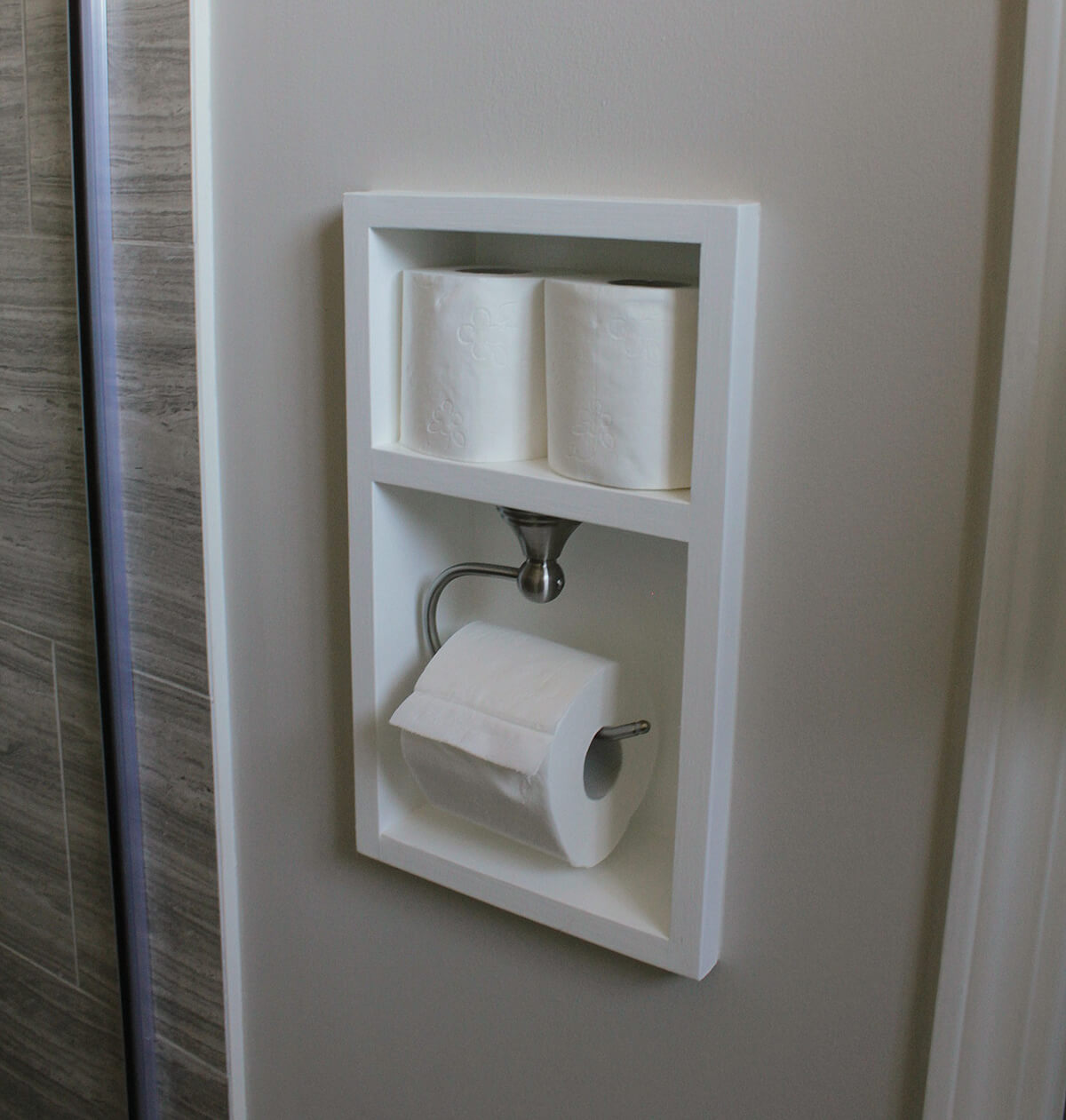 sports shoes 03195 f7d82 25 Best Built-in Bathroom Shelf and Storage Ideas for 2019