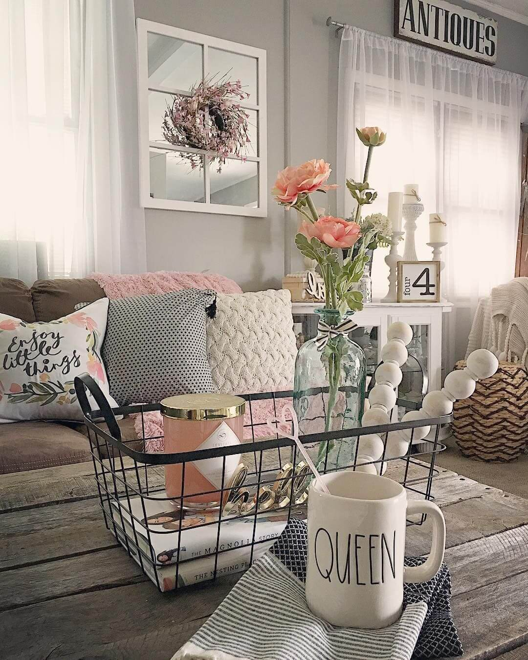32 best shabby chic living room decor ideas and designs for 2019. Black Bedroom Furniture Sets. Home Design Ideas