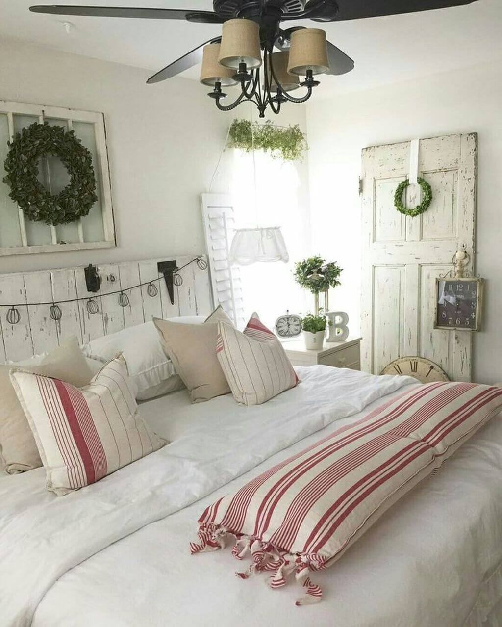 30 best french country bedroom decor and design ideas for 2018 for Farmhouse style bed
