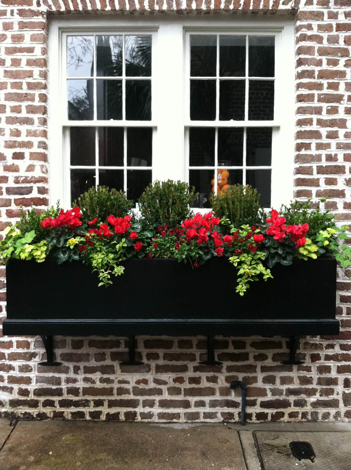 Country Traditional Black-on-brick Flower Box