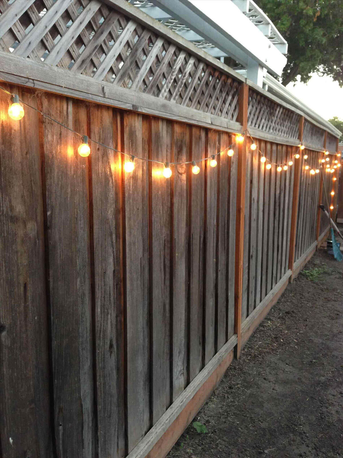 31 best garden fence decoration ideas and designs for 2018 for Garden fence decorations