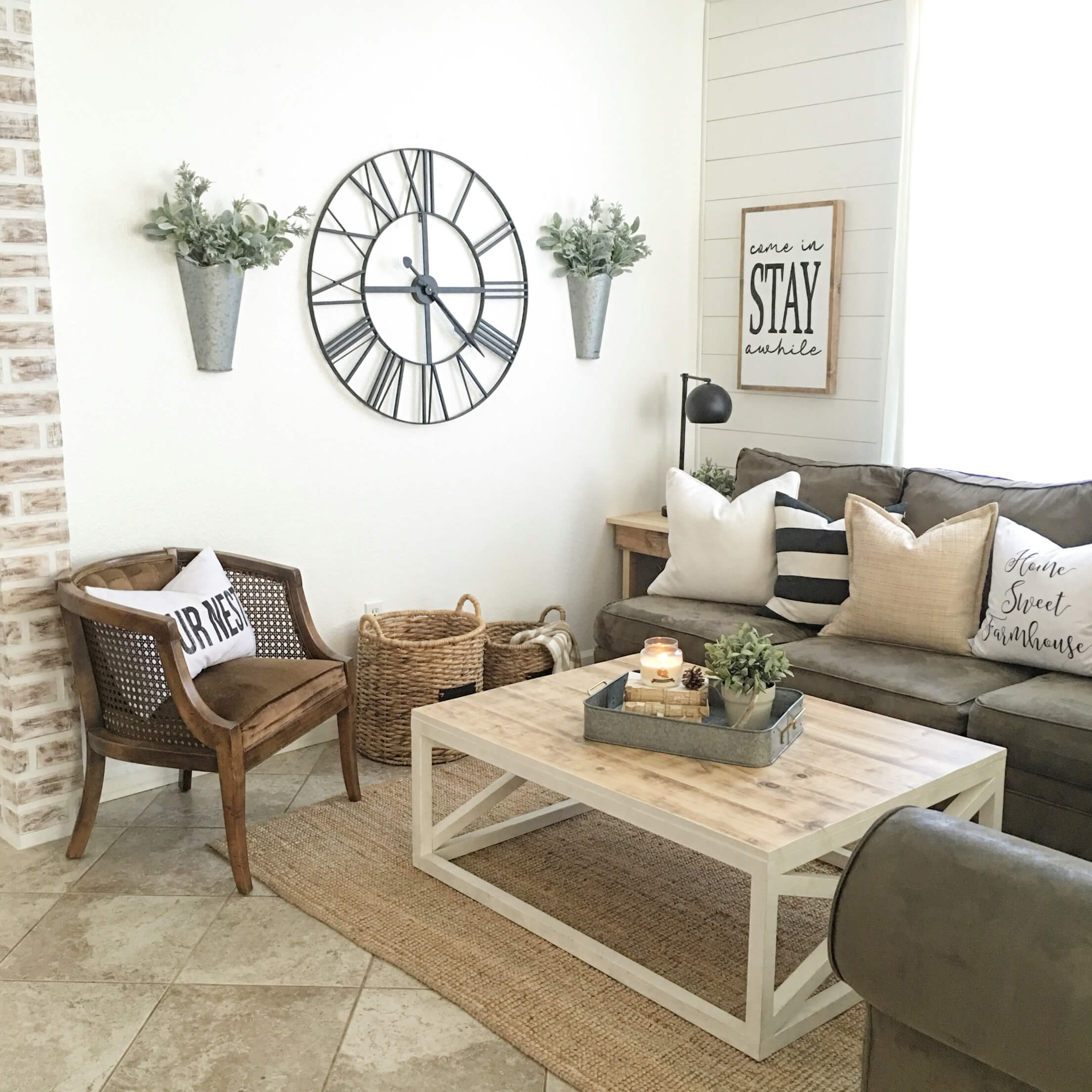 Farmhouse Style Small Living Room Decor Idea