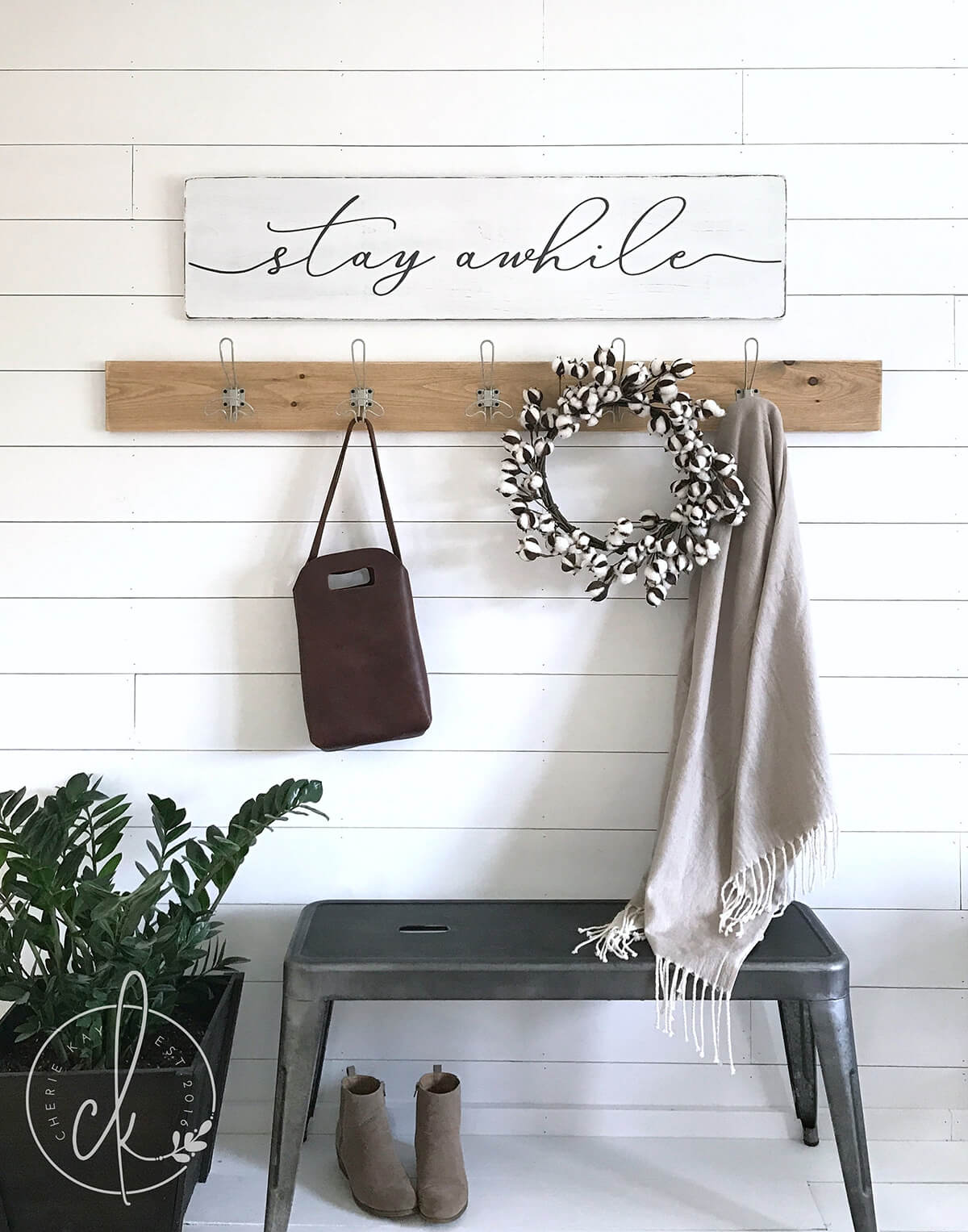 28 Best Small Entryway Decor Ideas And Designs For 2019