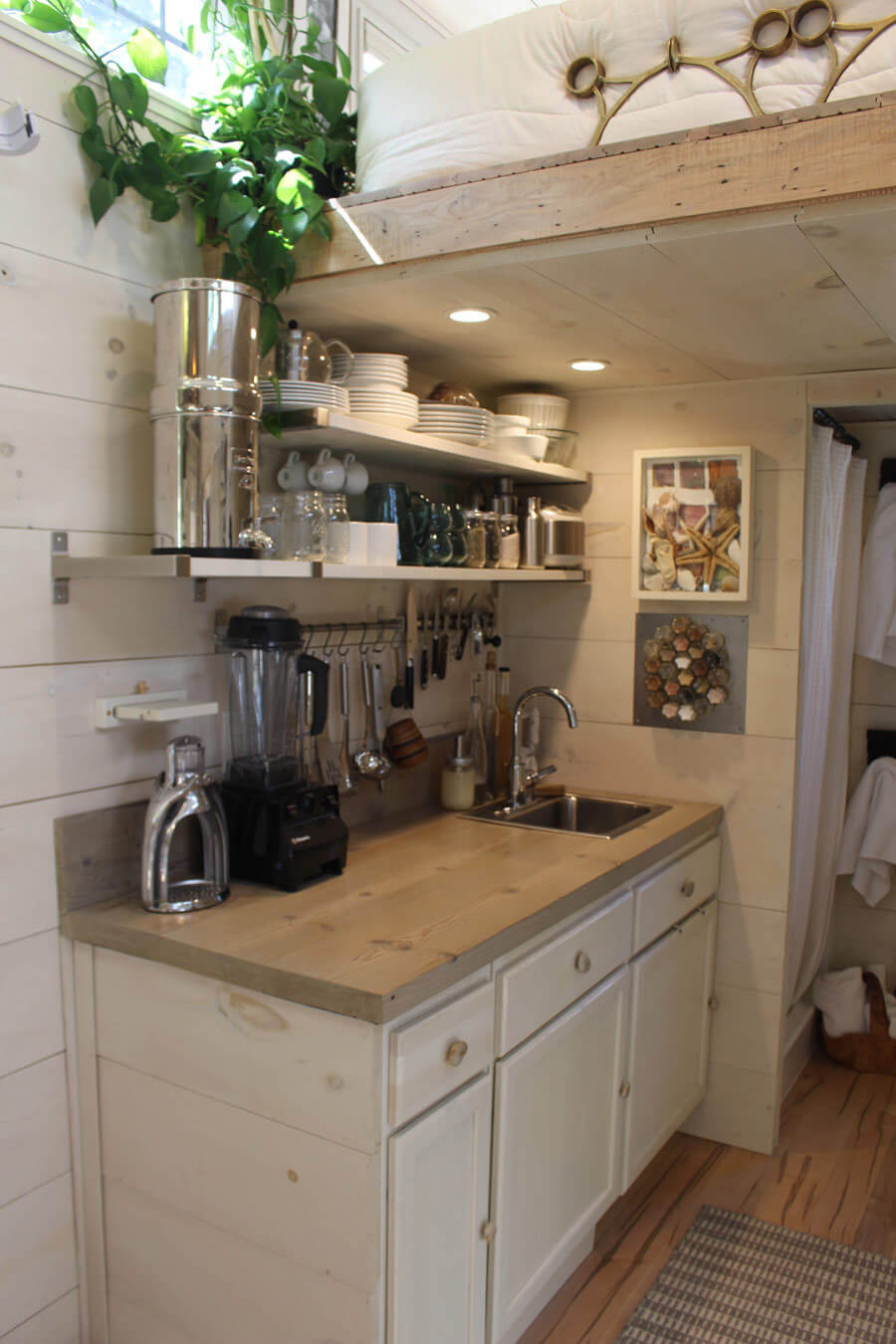 30 best small kitchen decor and design ideas for 2019 - Kitchen designs for small kitchens ...