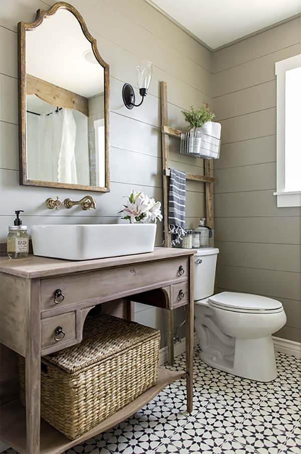 Pretty Cottage Style Bathroom With Rustic Wood
