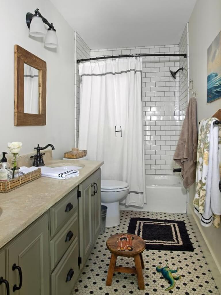 Subway Tiled Bath Surround with Monogrammed Curtain — Homebnc