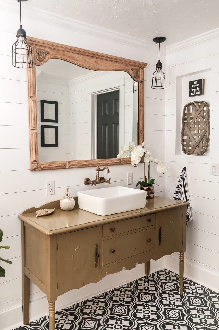 Gracious Framed Farmhouse Mirror Idea