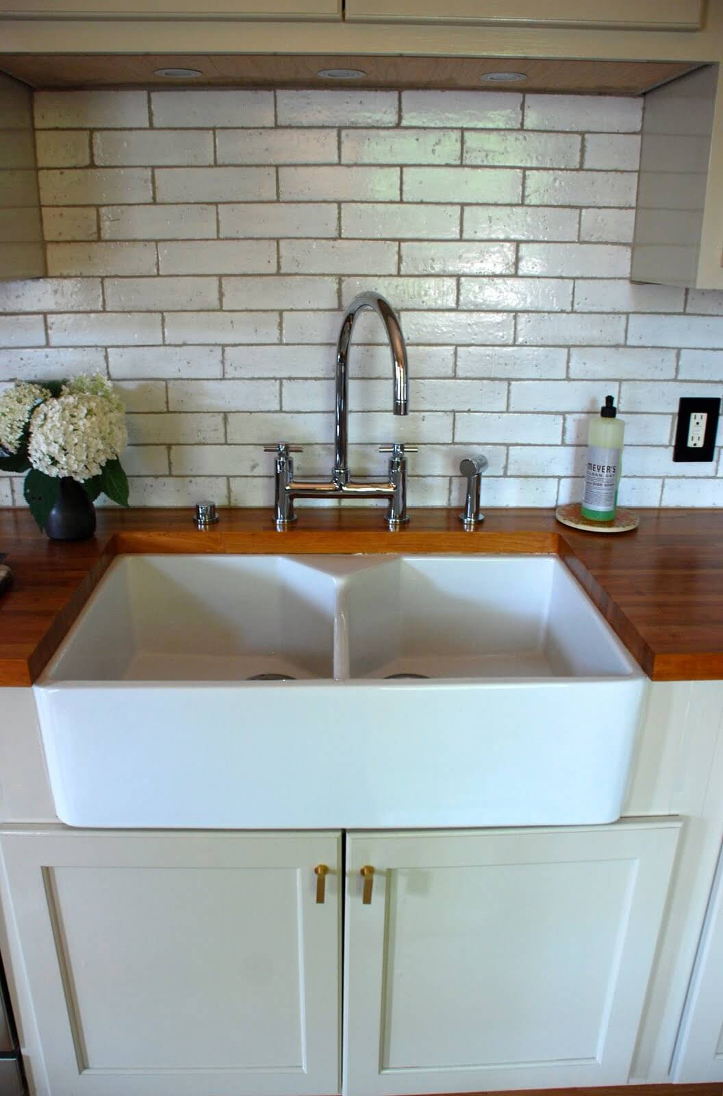 Small Farmhouse Kitchen Sink Idea