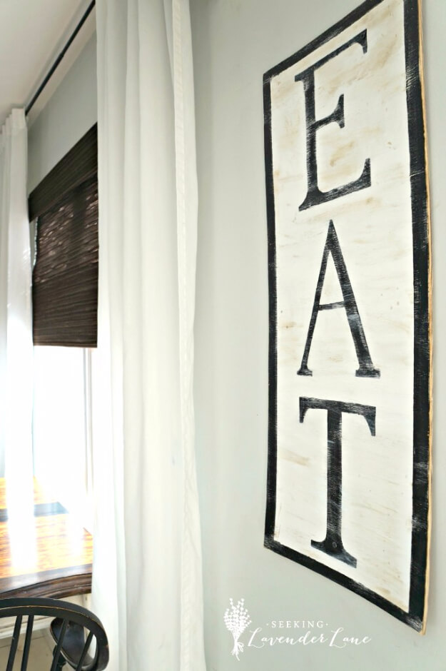 """Oversized """"Eat"""" Sign on the Wall"""