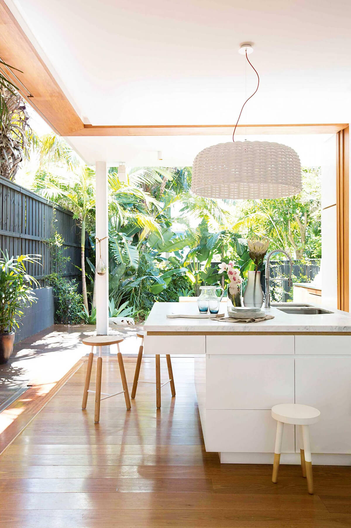 Tropical Style Decorating Idea for the Kitchen