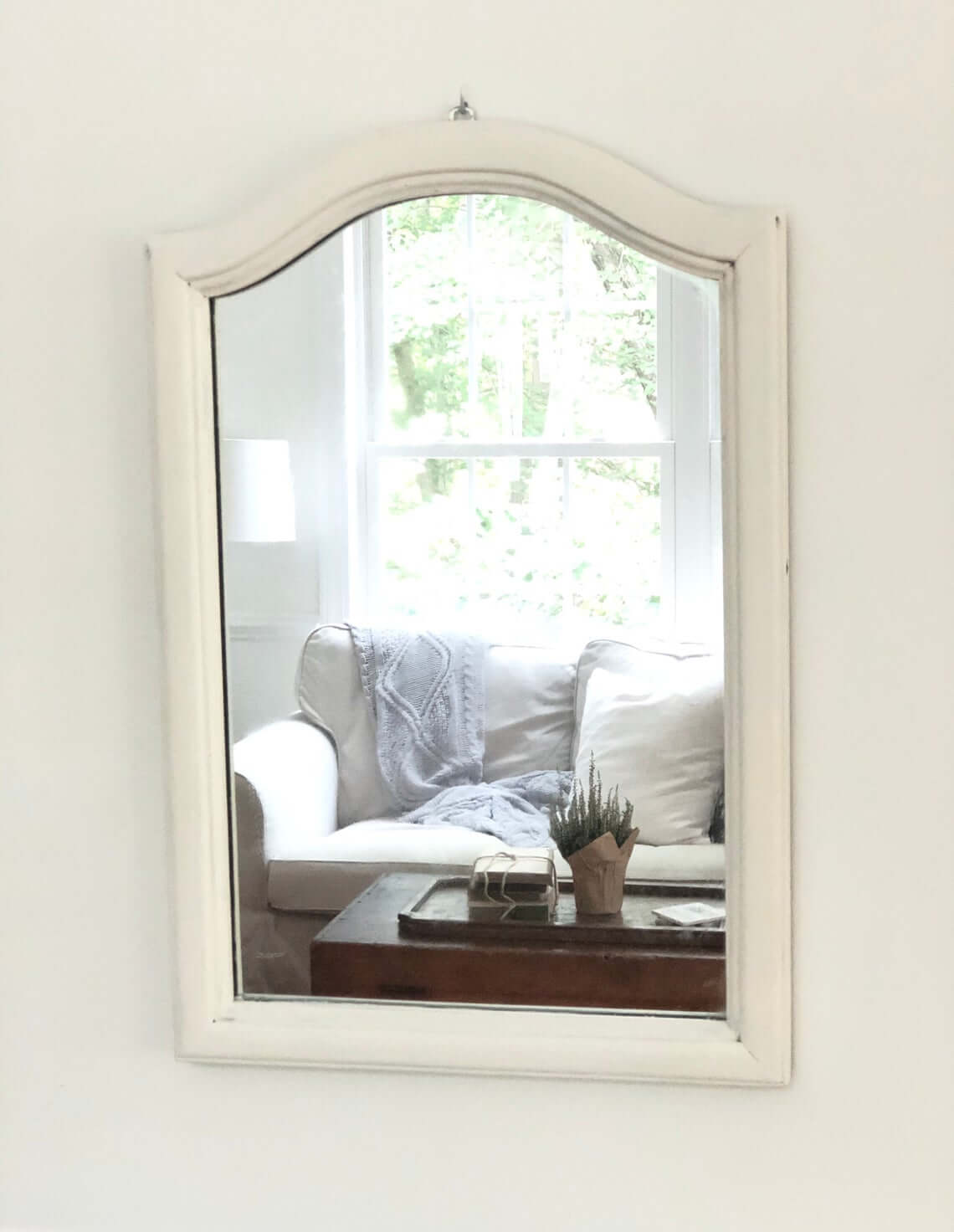 Traditional and Simple White Trimmed Mirror