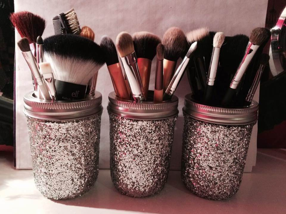 Keep Your Makeup Brushes Organized