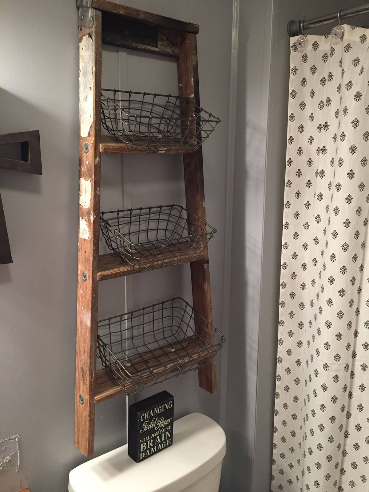 Rustic DIY Floating Ladder and Wire Basket