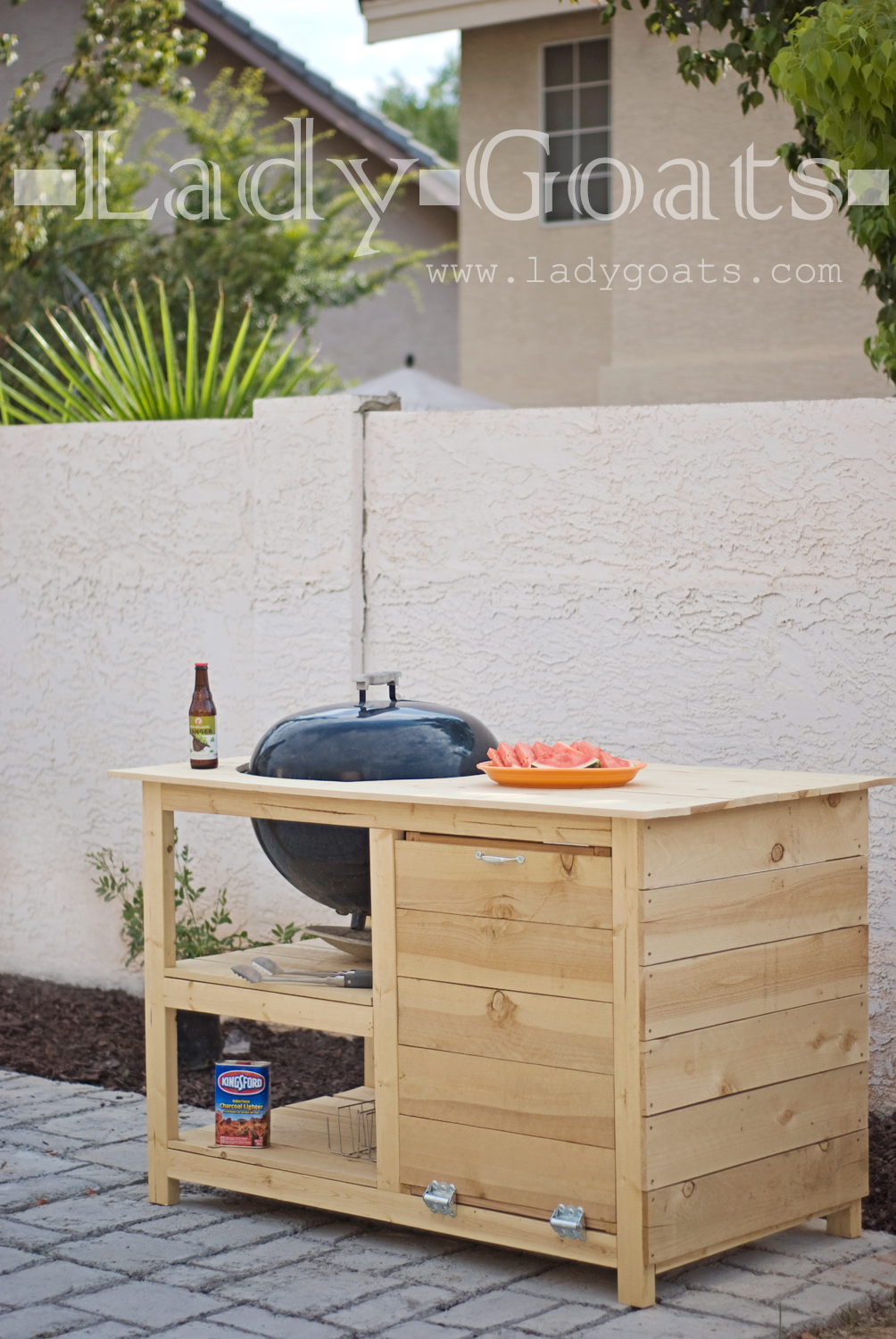 Oh-So-Simple Wood DIY Grill Station