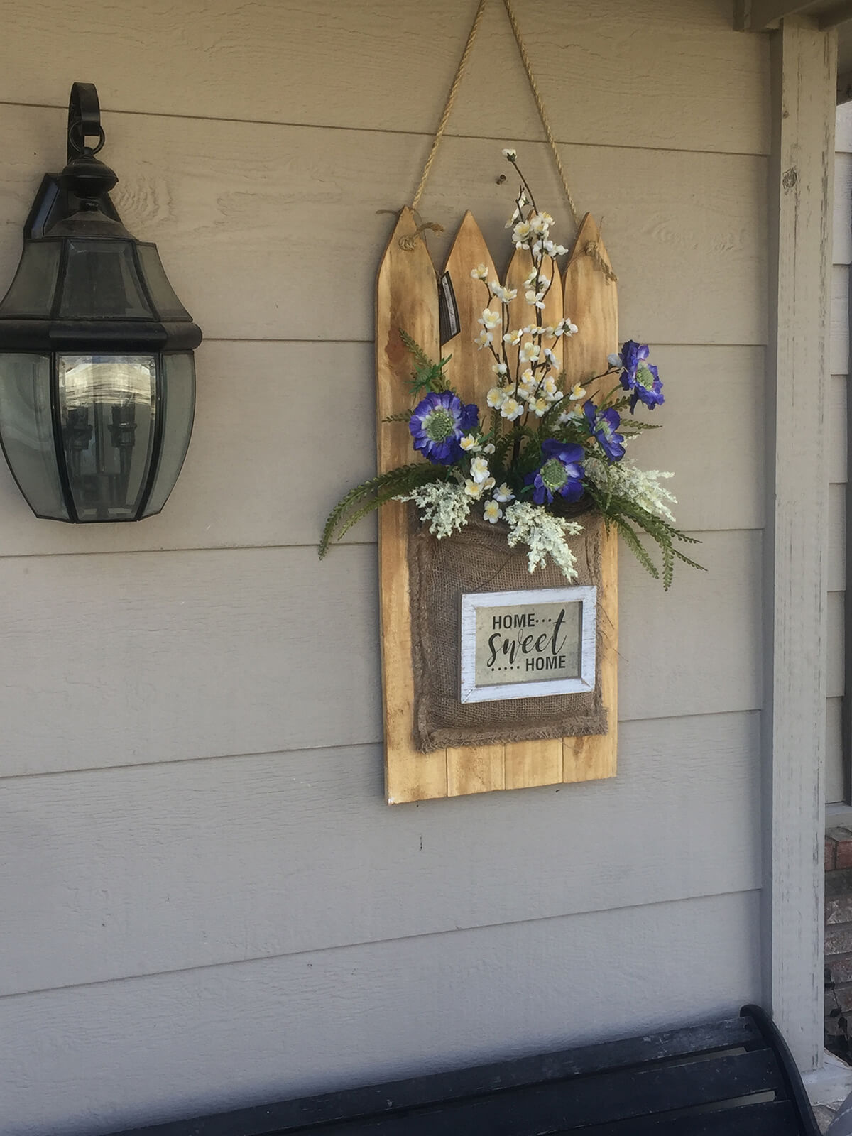 Picket Fence Flower Pouch Sign