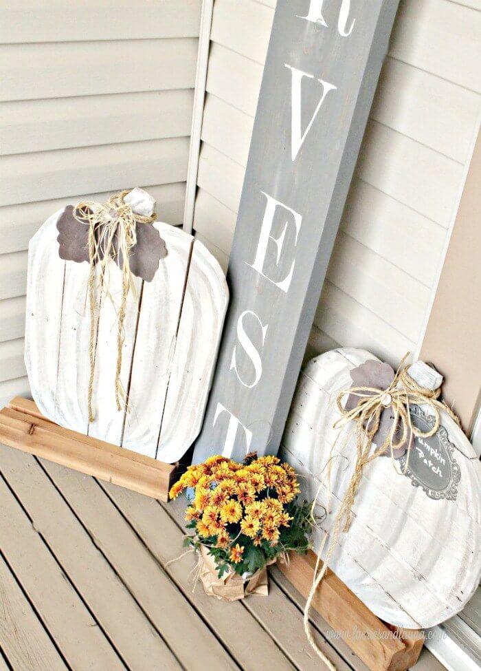 Neutral Painted Wooden Pallet Pumpkin Porch Decorations