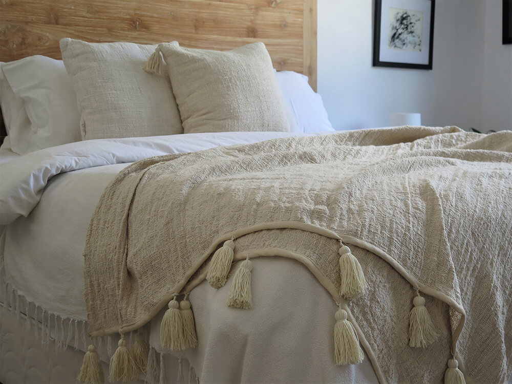 Soft and Casual Throw Blanket with Tassels