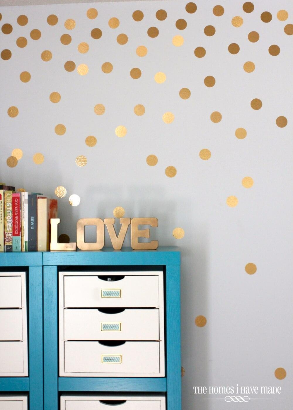 Simple Gold Dots Rain Down