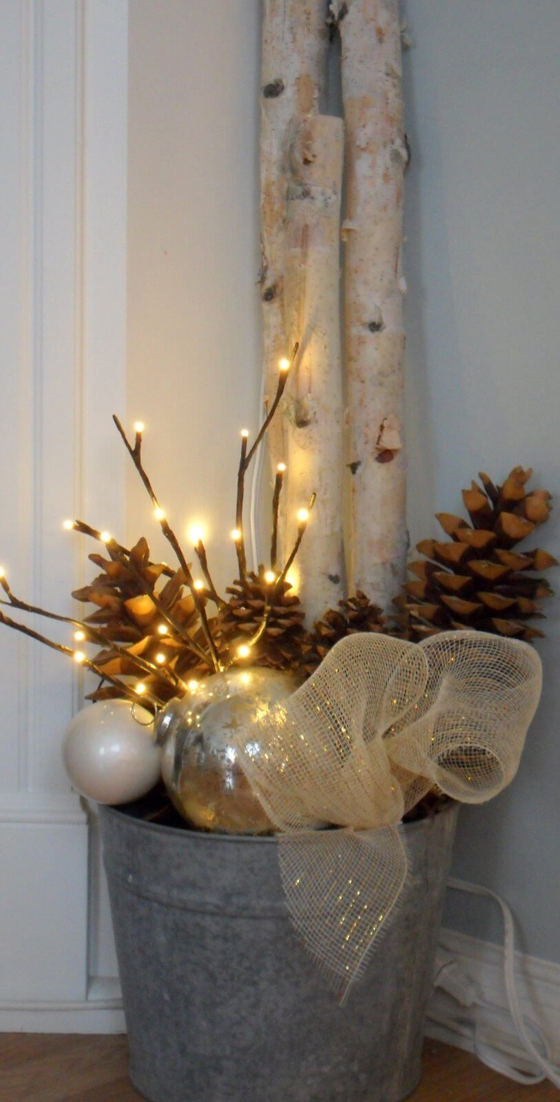 Simple Light-filled Holiday Arrangement