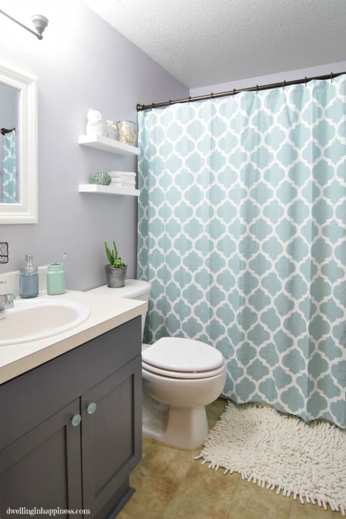 Modern Update to a Small Bathroom