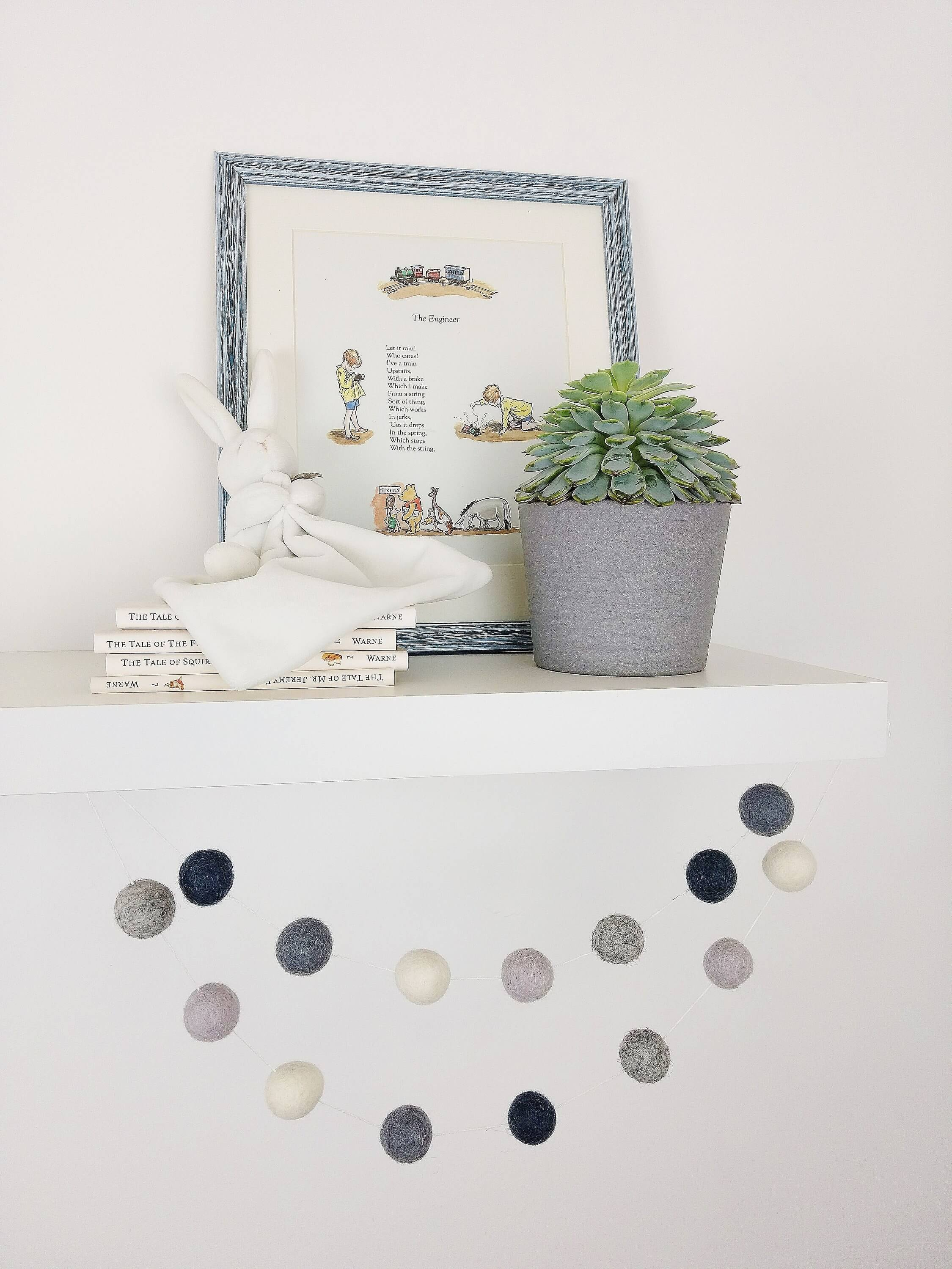 Scandinavian-inspired Ball Garland Home Decor