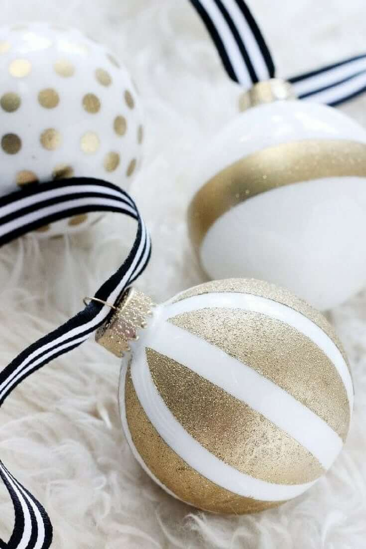 Gold Christmas Decor Ideas for Bulbs