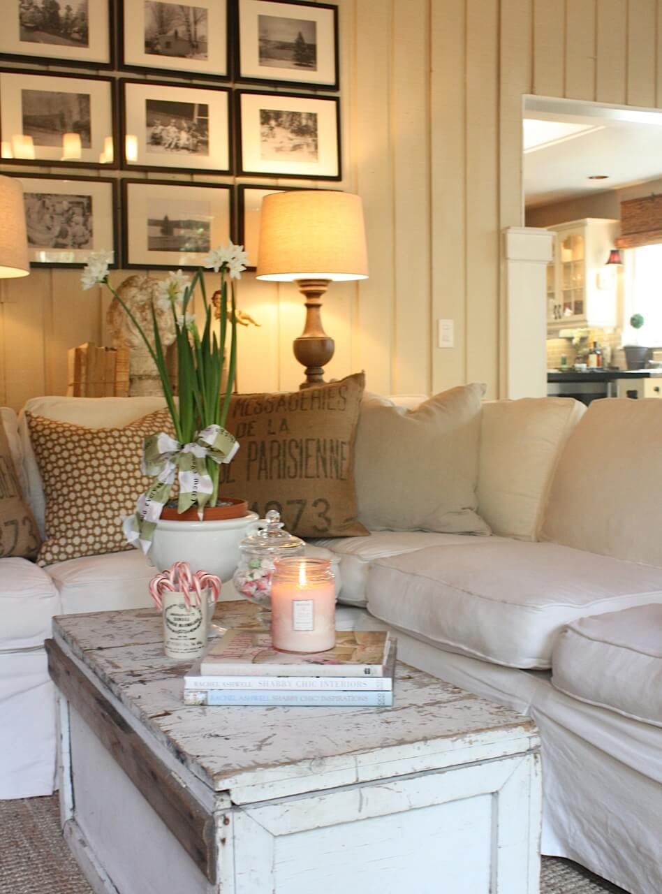 Heartfelt and Inviting Farmhouse Living Room Décor