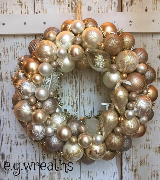 Gorgeous Metallic Bulb Wreath for the Home