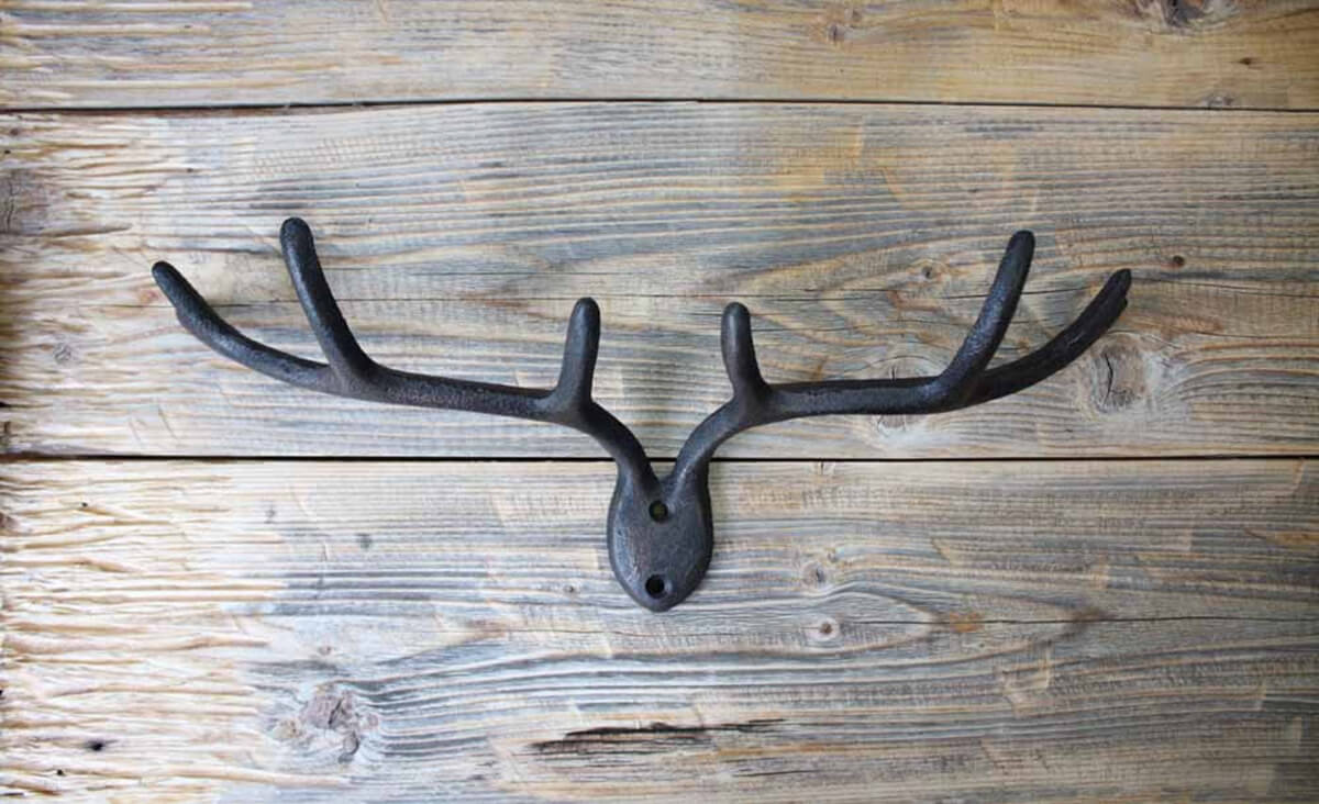 Wall-Mounted Deer Antler Key Rack