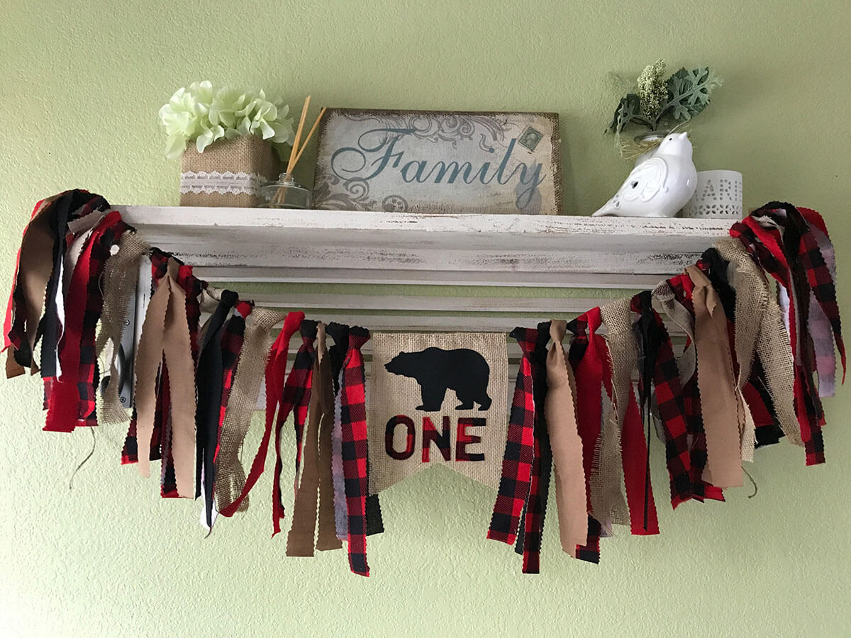 Burlap Garland Adds a Touch of Masculinity