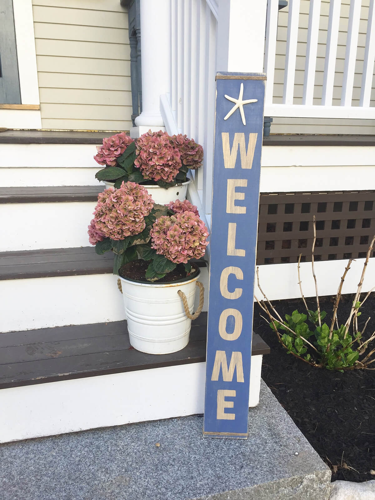 Charming Wooden Starfish Welcome Sign