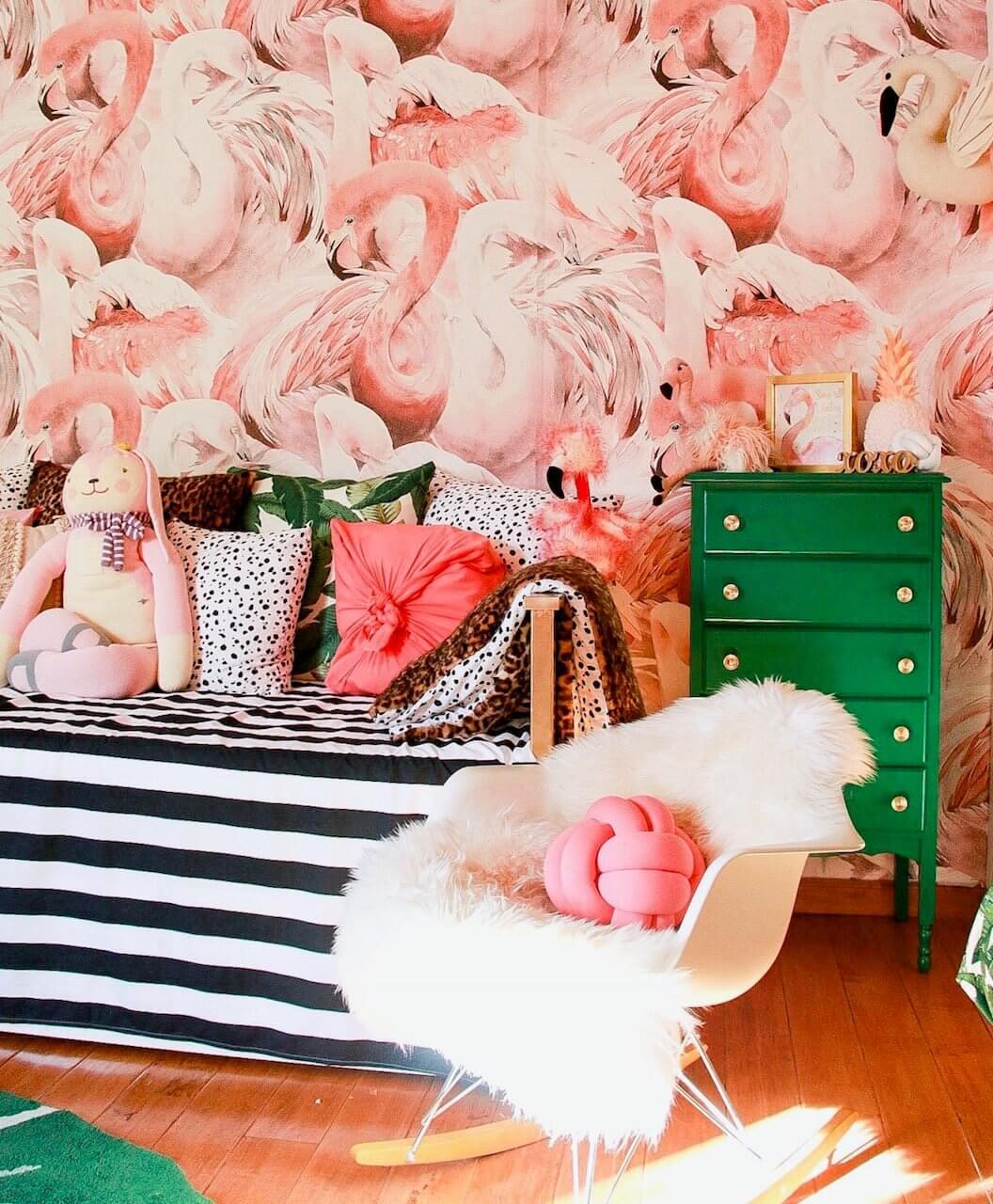 Eye-catching Pink Flamingo Wallpaper In Rose Quartz