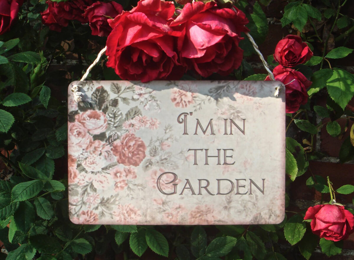"""I'm in the Garden"" Rustic Faded Rose Sign"